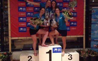 De Dinkel Masters zwemmen een wereldrecord tijdens het ONMK
