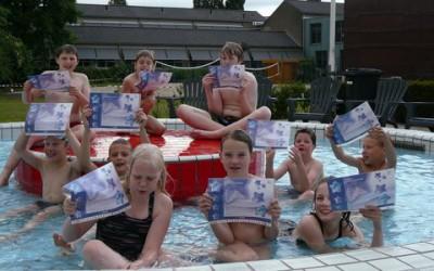 Eerste certificaten voor Aardig Zwemvaardig