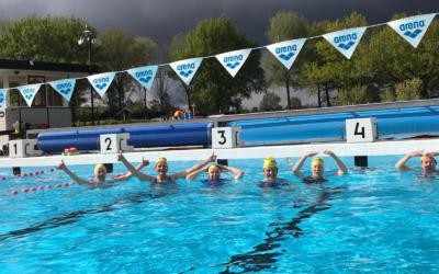Ook senioren zwommen buiten in coronatijd